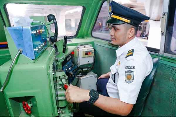 Masinis PT Kereta Api Indonesia