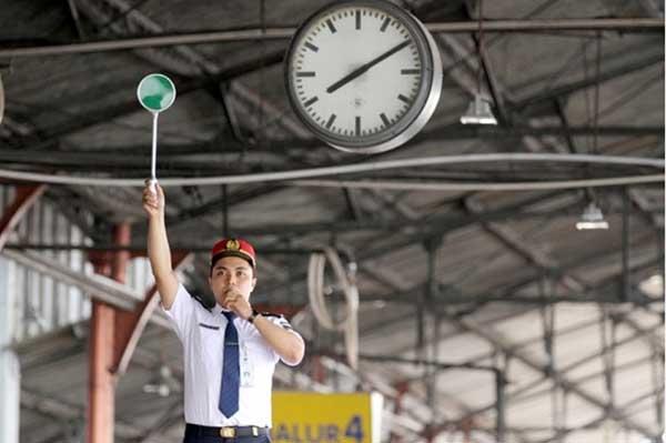 Pengawas peron kereta api