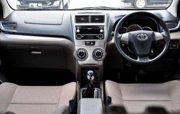 Interior Bagian Depan Mobil