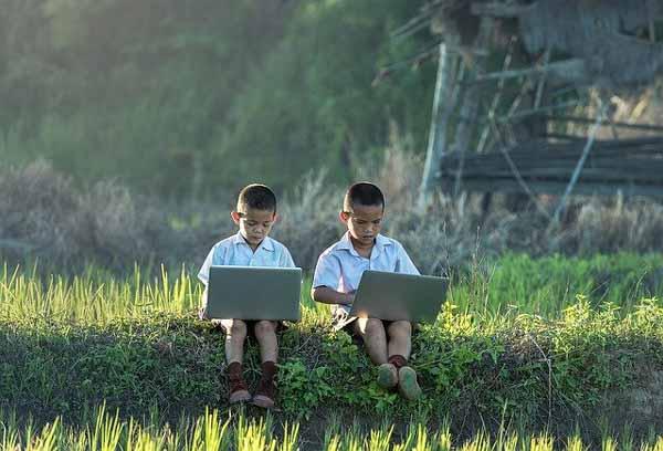 Sekolah Online dan Belajar Dalam Jaringan
